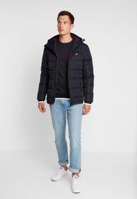 Lyle & Scott - TIPPED CREW NECK - Sweatshirt - true black - 1
