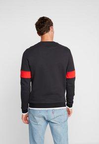 Lyle & Scott - TIPPED CREW NECK - Sweatshirt - true black - 2
