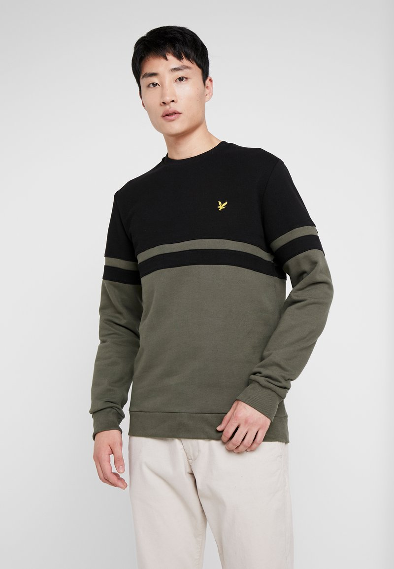 Lyle & Scott - PANEL STRIPE CREW NECK JUMPER - Sweater - true black/olive