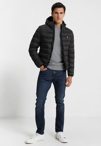 Lyle & Scott - LIGHTWEIGHT PUFFER - Giacca da mezza stagione - true black - 1