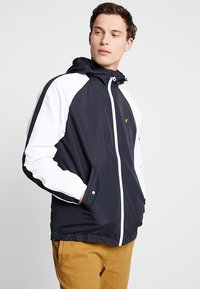 Lyle & Scott - COLOUR BLOCK JACKET - Summer jacket - true black - 0