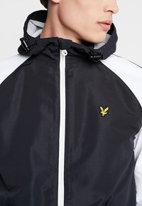 Lyle & Scott - COLOUR BLOCK JACKET - Summer jacket - true black - 5