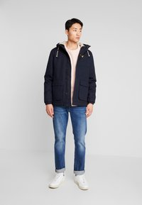 Lyle & Scott - WADDED JACKET WITH FAUX SHEEPSKIN - Overgangsjakker - dark navy - 1