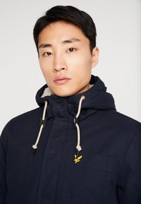 Lyle & Scott - WADDED JACKET WITH FAUX SHEEPSKIN - Overgangsjakker - dark navy - 3