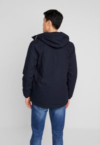 Lyle & Scott - WADDED JACKET WITH FAUX SHEEPSKIN - Overgangsjakker - dark navy - 2