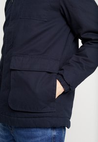 Lyle & Scott - WADDED JACKET WITH FAUX SHEEPSKIN - Overgangsjakker - dark navy - 5