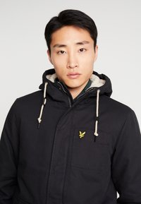 Lyle & Scott - WADDED JACKET WITH FAUX SHEEPSKIN - Välikausitakki - true black - 5