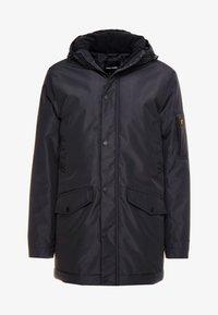 Lyle & Scott - TECHNICAL PARKA - Zimní kabát - true black - 4