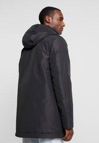 Lyle & Scott - TECHNICAL PARKA - Zimní kabát - true black - 2