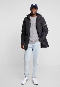 Lyle & Scott - TECHNICAL PARKA - Zimní kabát - true black - 1