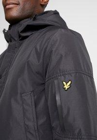 Lyle & Scott - TECHNICAL PARKA - Zimní kabát - true black - 5