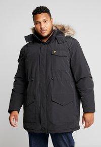 Lyle & Scott - PLUS WINTERWEIGHT  - Zimní kabát - true black - 0