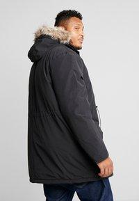 Lyle & Scott - PLUS WINTERWEIGHT  - Zimní kabát - true black - 2