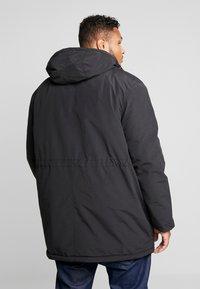 Lyle & Scott - PLUS WINTERWEIGHT  - Zimní kabát - true black - 3