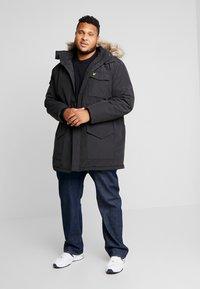 Lyle & Scott - PLUS WINTERWEIGHT  - Zimní kabát - true black - 1