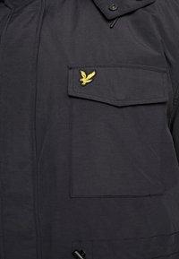 Lyle & Scott - PLUS WINTERWEIGHT  - Zimní kabát - true black - 6