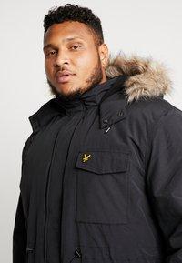Lyle & Scott - PLUS WINTERWEIGHT  - Zimní kabát - true black - 4