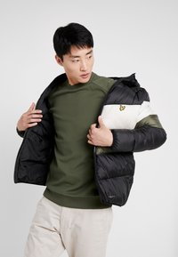 Lyle & Scott - COLOUR BLOCK JACKET - Vinterjacka - true black/olive - 3
