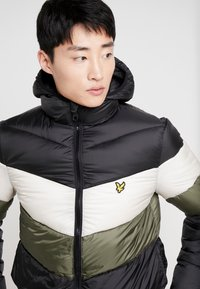 Lyle & Scott - COLOUR BLOCK JACKET - Vinterjacka - true black/olive - 6