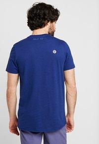 Lyle & Scott - ATTAQUER - T-Shirt print - admiral blue - 2