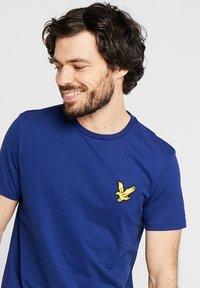 Lyle & Scott - ATTAQUER - T-Shirt print - admiral blue - 3