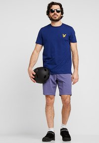 Lyle & Scott - ATTAQUER - T-Shirt print - admiral blue - 1
