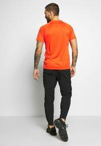 Lyle & Scott - CORE RAGLAN - Jednoduché triko - amber blaze - 2