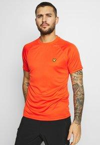 Lyle & Scott - CORE RAGLAN - Jednoduché triko - amber blaze - 0