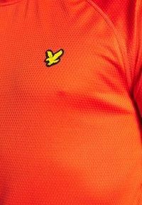 Lyle & Scott - CORE RAGLAN - Jednoduché triko - amber blaze - 5