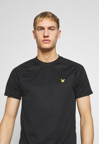 Lyle & Scott - CORE RAGLAN - T-shirt basic - true black - 4