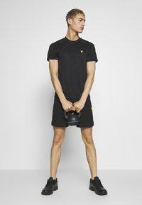 Lyle & Scott - CORE RAGLAN - T-shirt basic - true black - 1