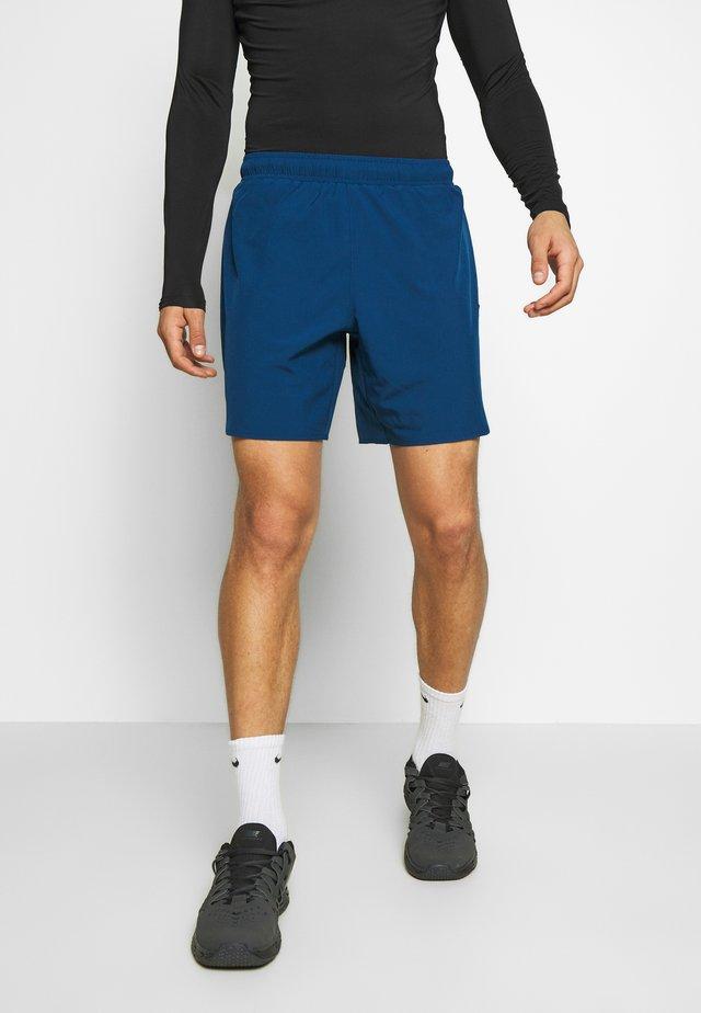 TECH TRAINING SHORTS - Sports shorts - deep fjord