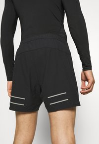 Lyle & Scott - CORE SHORT - kurze Sporthose - true black - 4