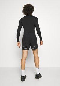 Lyle & Scott - CORE SHORT - kurze Sporthose - true black - 2
