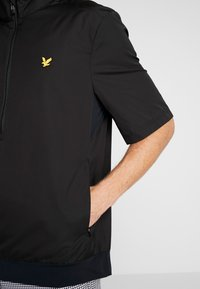 Lyle & Scott - DORAL GOLF JACKET - Veste coupe-vent - true black - 5