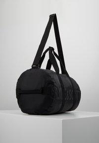 Lyle & Scott - LIGHTWEIGHT BARREL - Weekendbag - true black - 3