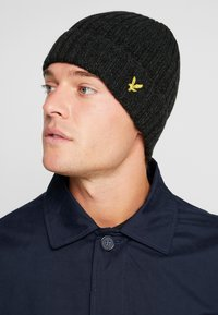 Lyle & Scott - MOULINE BEANIE - Čepice - true black/jade green