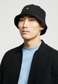 Lyle & Scott - BUCKET HAT - Hat - claret jug - 1