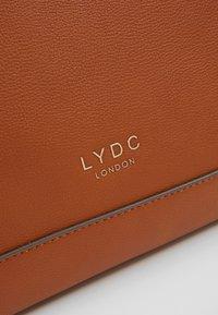 LYDC London - Håndveske - brown - 6