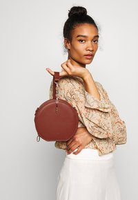 LYDC London - Handbag - brown - 1