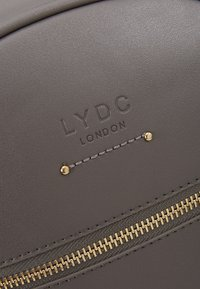 LYDC London - Batoh - grey - 7