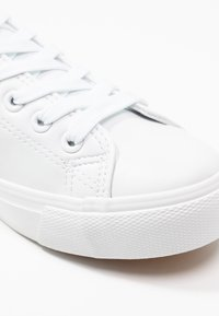 Matt & Nat - HAZEL VEGAN  - Sneakersy niskie - white - 2