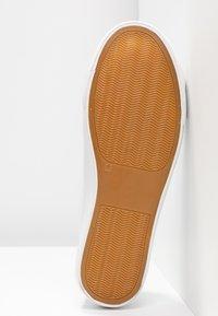 Matt & Nat - HAZEL VEGAN  - Sneakersy niskie - white - 6