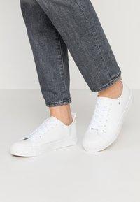Matt & Nat - HAZEL VEGAN  - Sneakersy niskie - white - 0