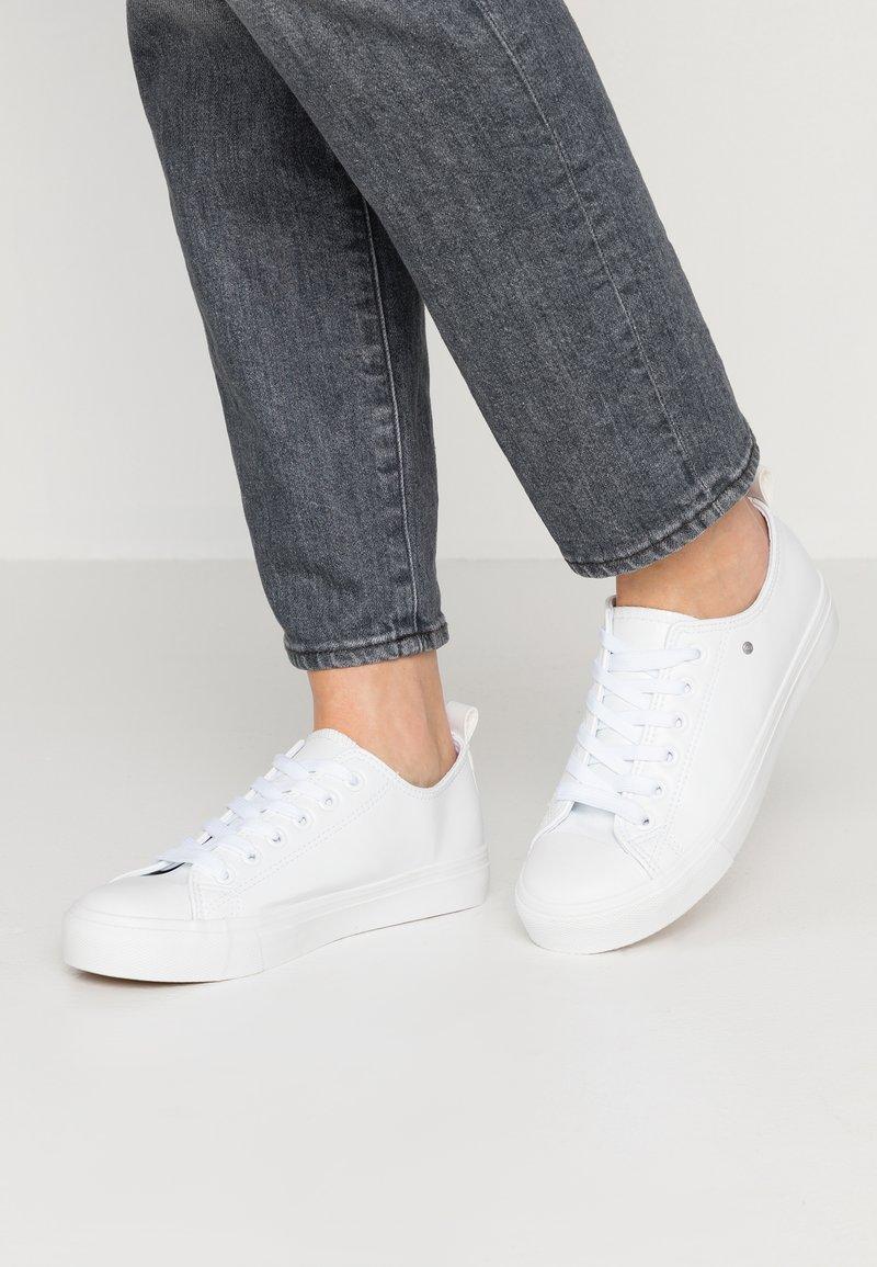 Matt & Nat - HAZEL VEGAN  - Sneakersy niskie - white