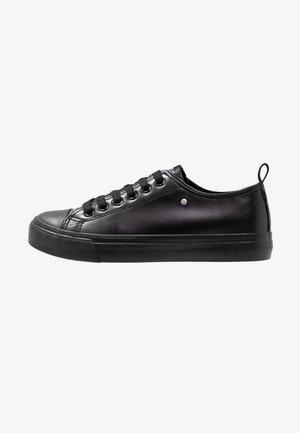 HAZEL VEGAN  - Sneakersy niskie - black