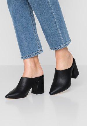 JOAN VEGAN  - Pantofle na podpatku - black