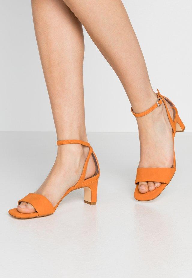 ELODIE - Riemensandalette - orange