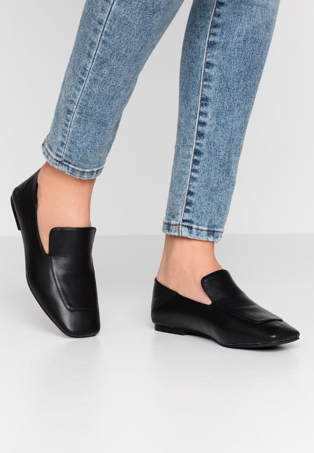 VEGAN PRIJA - Loaferit/pistokkaat - black