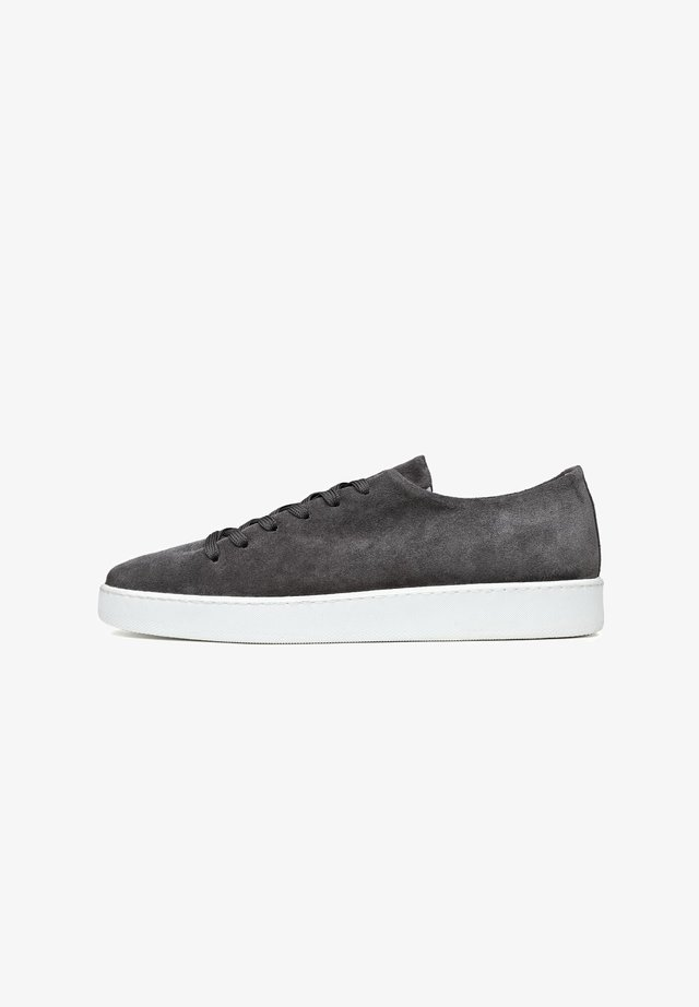 ONEPIECE - Sneakers laag - grafite